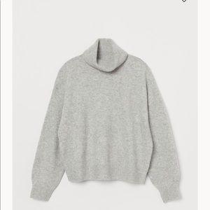 NWOT H & M Knit sweater